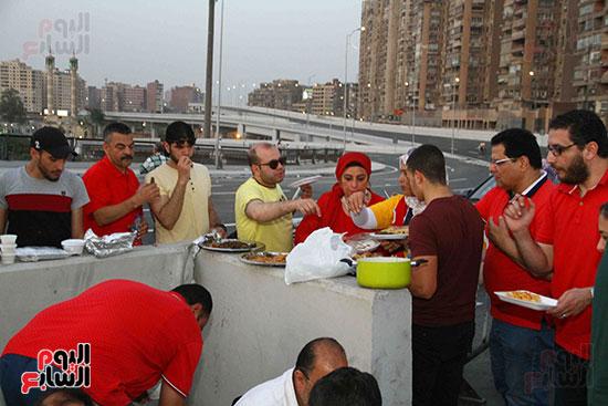 أول إفطار جماعى بمحور روض الفرج الجديد (27)