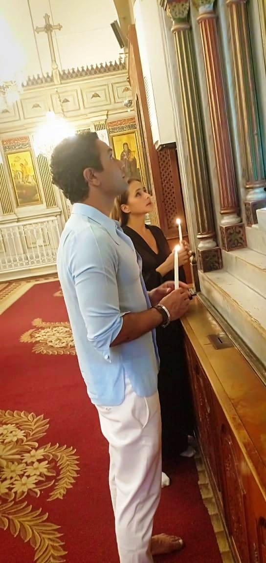 آسر ياسين ونيللي كريم يزوران الدير المحرق في أسيوط  (7)
