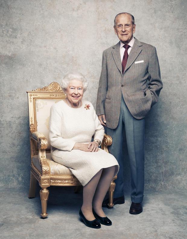 الملكة اليزابيث وزوجها (1)
