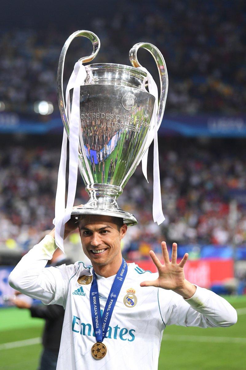 رونالدو  مع آخر ألقابه فى ريال مدريد