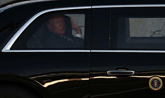 ترامب فى عربة مصفحة