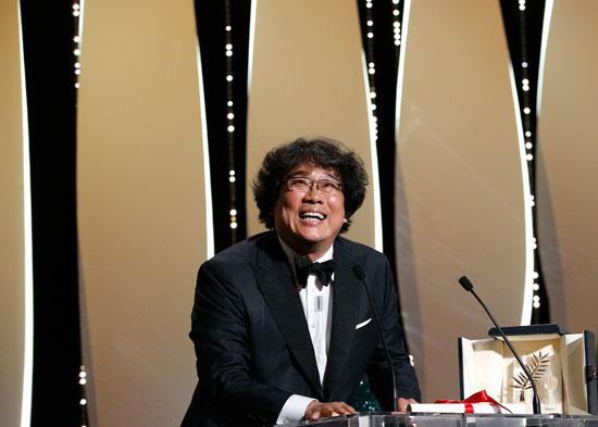 المخرج بونج جون-هو بجائزة السعفة الذهبية