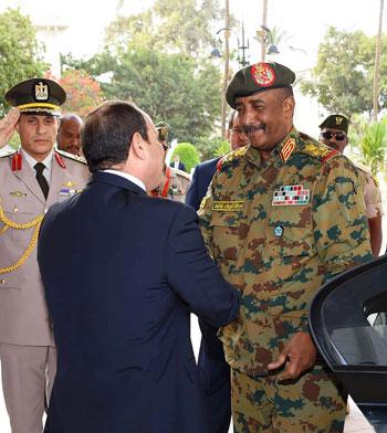 السيسى يستقبل رئيس المجلس العسكري الانتقالي بالسودان (2)