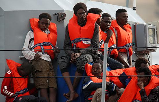 مالطا تنقذ عشرات المهاجرين