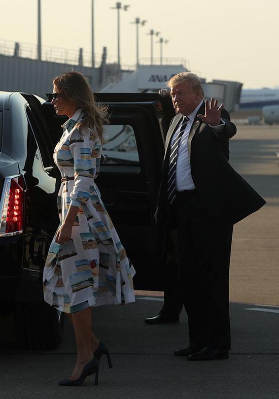الرئيس الأمريكى وقرينته يصلان طوكيو