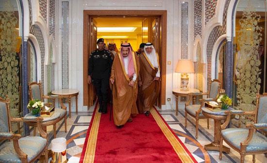 الملك سلمان لدى وصوله مكة
