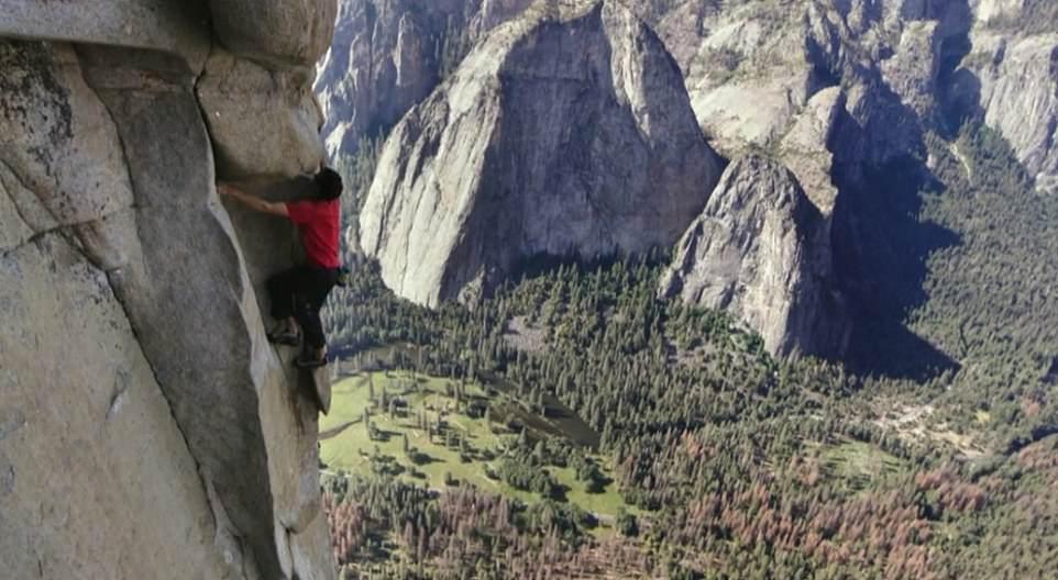متسلق جبال مغامر يصعد 3 ألاف متر دون حبال (9)