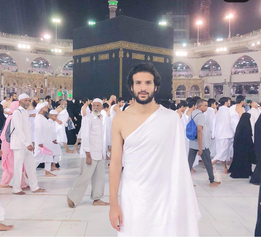 محمود علاء فى العمرة
