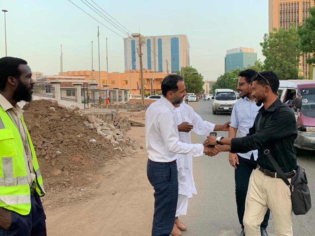 السفير البريطانى فى السودان يقدم افطار للصائمين 6