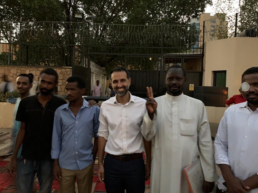 السفير البريطانى فى السودان يقدم افطار للصائمين 5