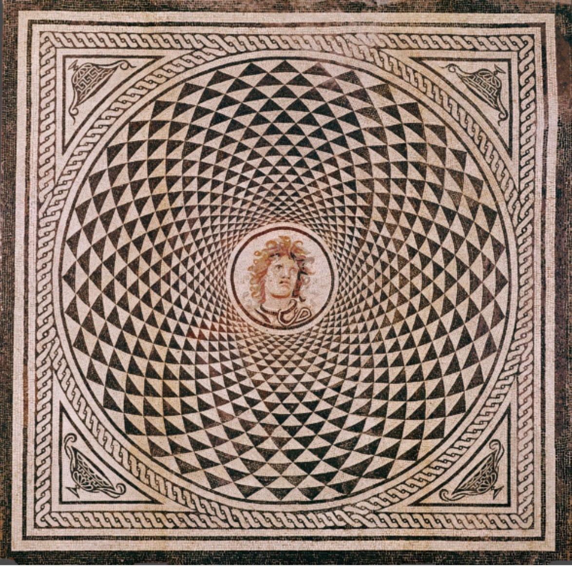 لوحة فسيفسائية رومانية تصور رأس ميدوسا 115 م - 150 م