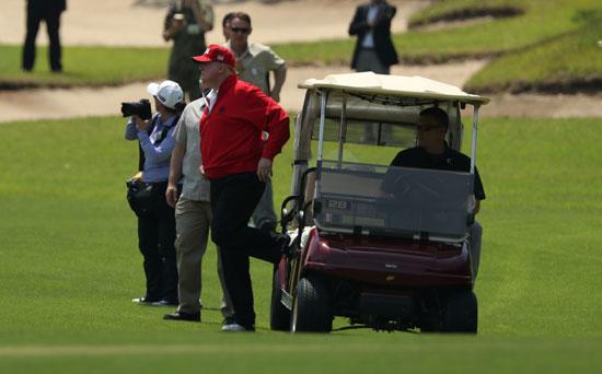 ترامب-ورئيس-وزراء-اليابان-يلعبان-الجولف-6