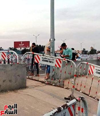 قوات الامن تفطر فى الشارع قبل انطلاق المباراة (3)