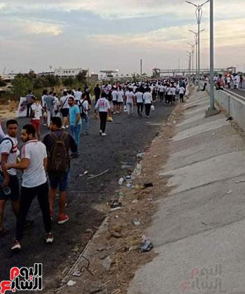 قوات الامن تفطر فى الشارع قبل انطلاق المباراة (7)