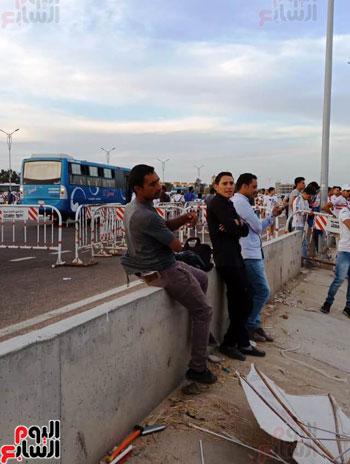 قوات الامن تفطر فى الشارع قبل انطلاق المباراة (6)