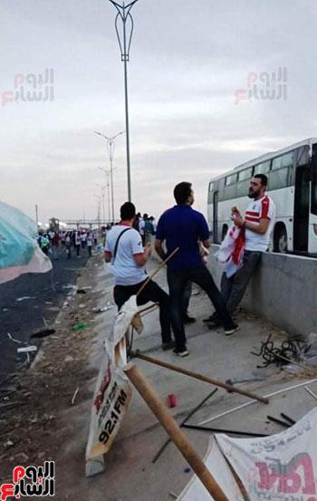 قوات الامن تفطر فى الشارع قبل انطلاق المباراة (4)