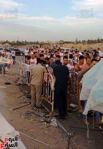 قوات الامن تفطر فى الشارع قبل انطلاق المباراة (5)