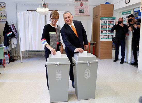 رئيس وزراء المجر وزوجته