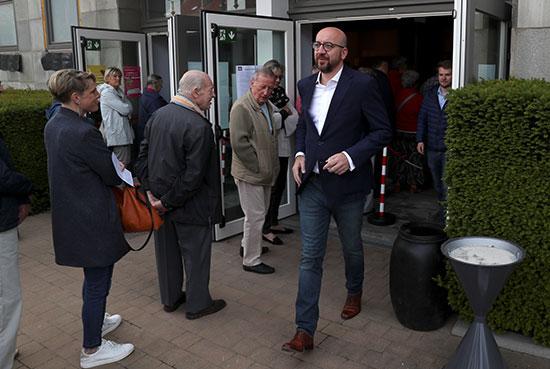 رئيس الوزراء البلجيكى يخرج من لجنة الانتخابات