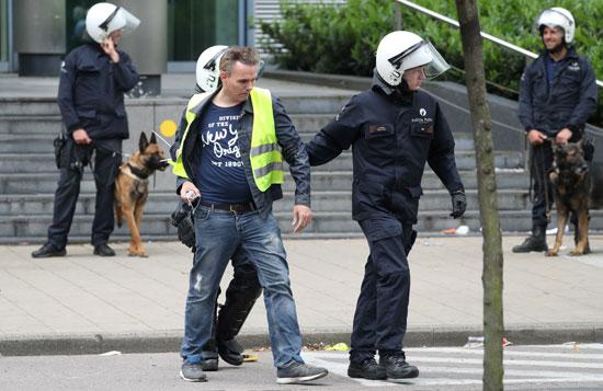 اعتقال أحد متظاهرى السترات الصفراء
