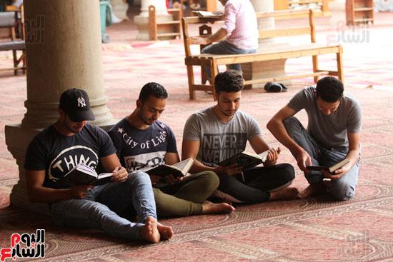 المعتكفون بمسجد عمرو بن العاص (21)