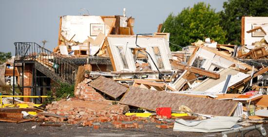 تحطم منازل جراء الاعصار