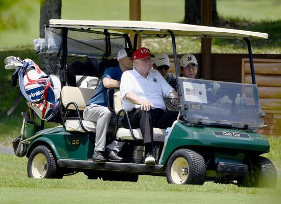 ترامب-ورئيس-وزراء-اليابان-يلعبان-الجولف-4