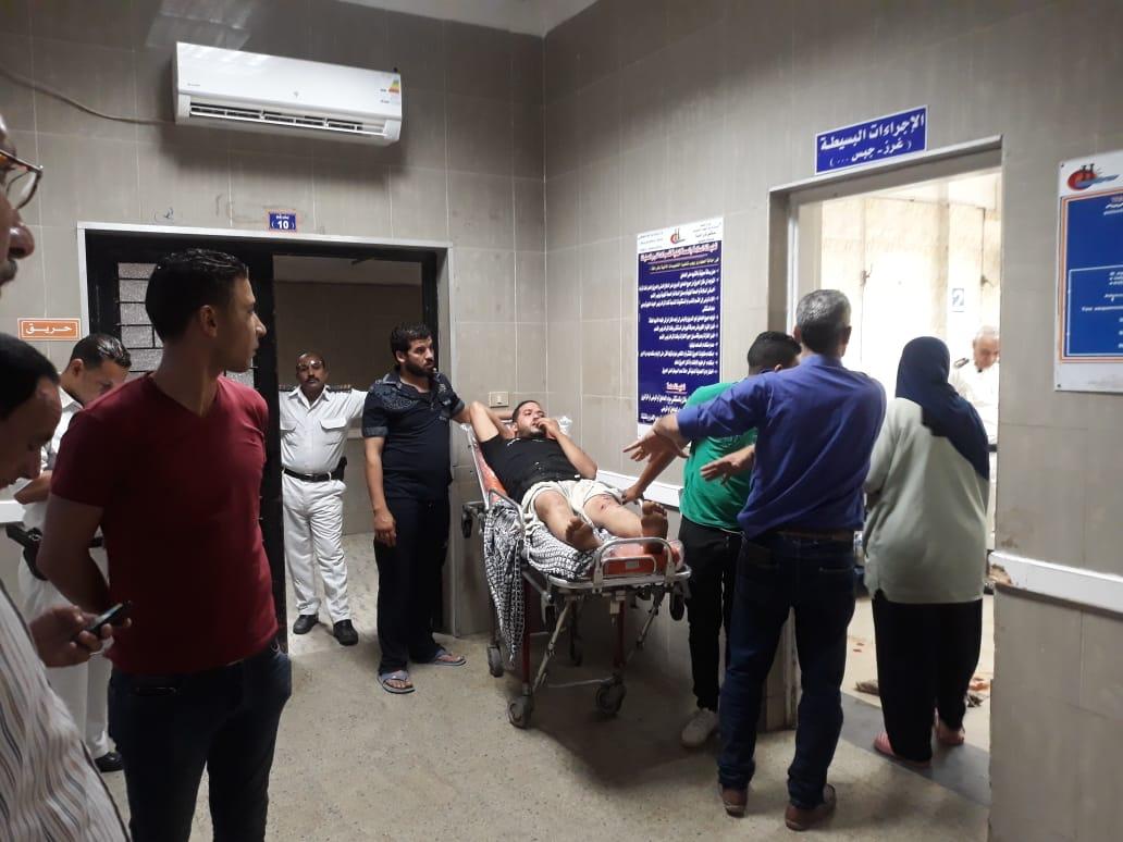 سقوط شرفة عقار وإصابة ثلاثة أشخاص شرق الاسكندرية  (2)