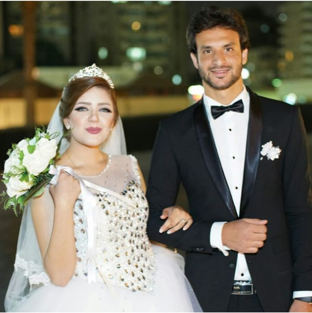محمود علاء و زوجته