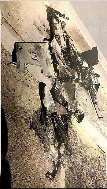 حطام الطائرة بعد استهدافها