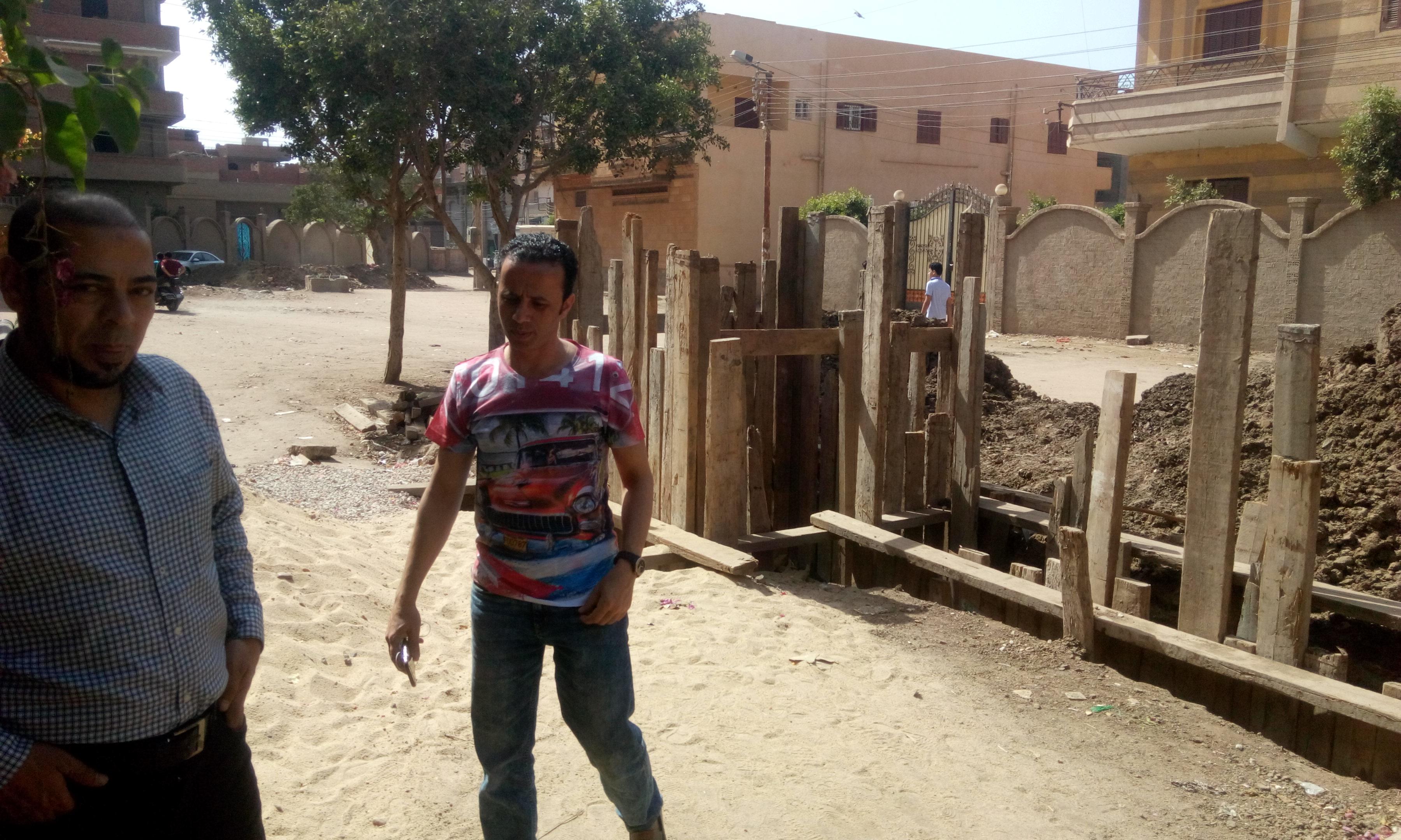 توقف العمل فى مشروع الصرف الصحى بقرية شبراملس فى الغربية (16)