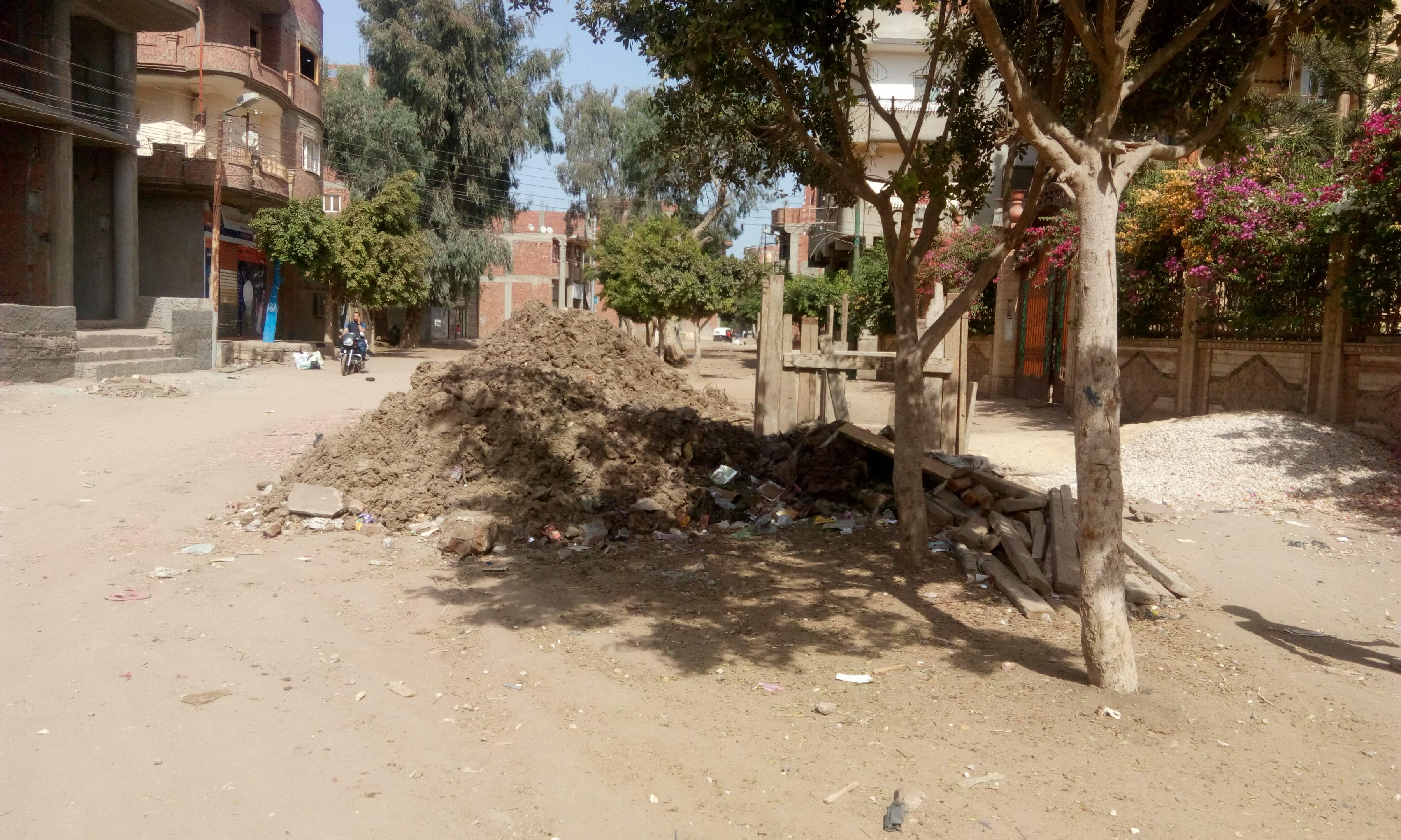 توقف العمل فى مشروع الصرف الصحى بقرية شبراملس فى الغربية (5)