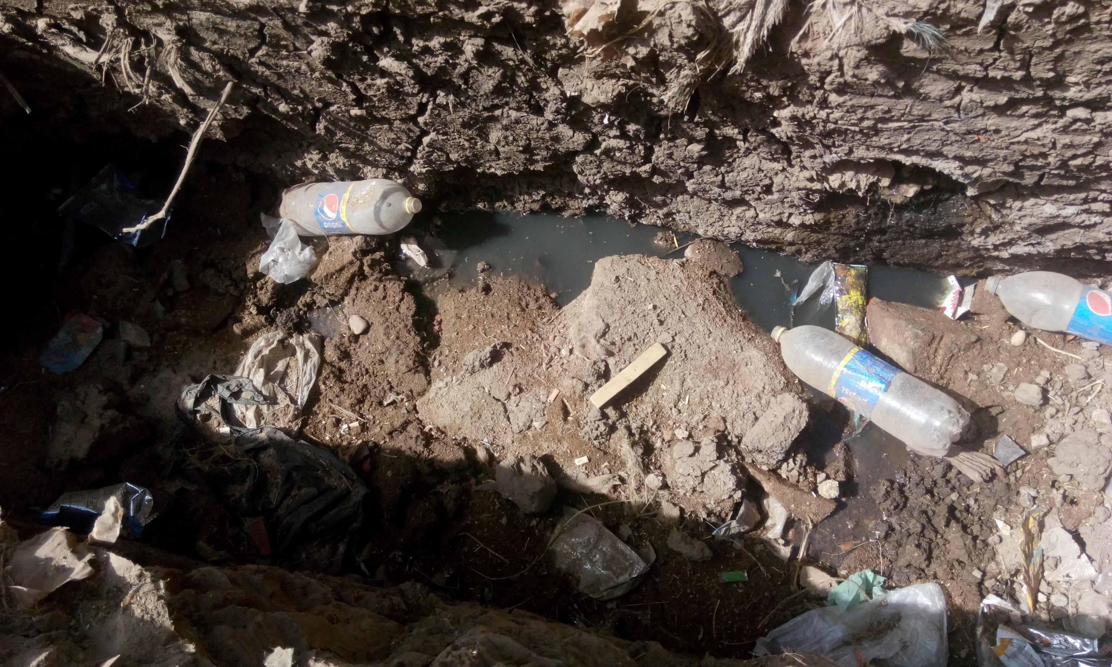 توقف العمل فى مشروع الصرف الصحى بقرية شبراملس فى الغربية (1)