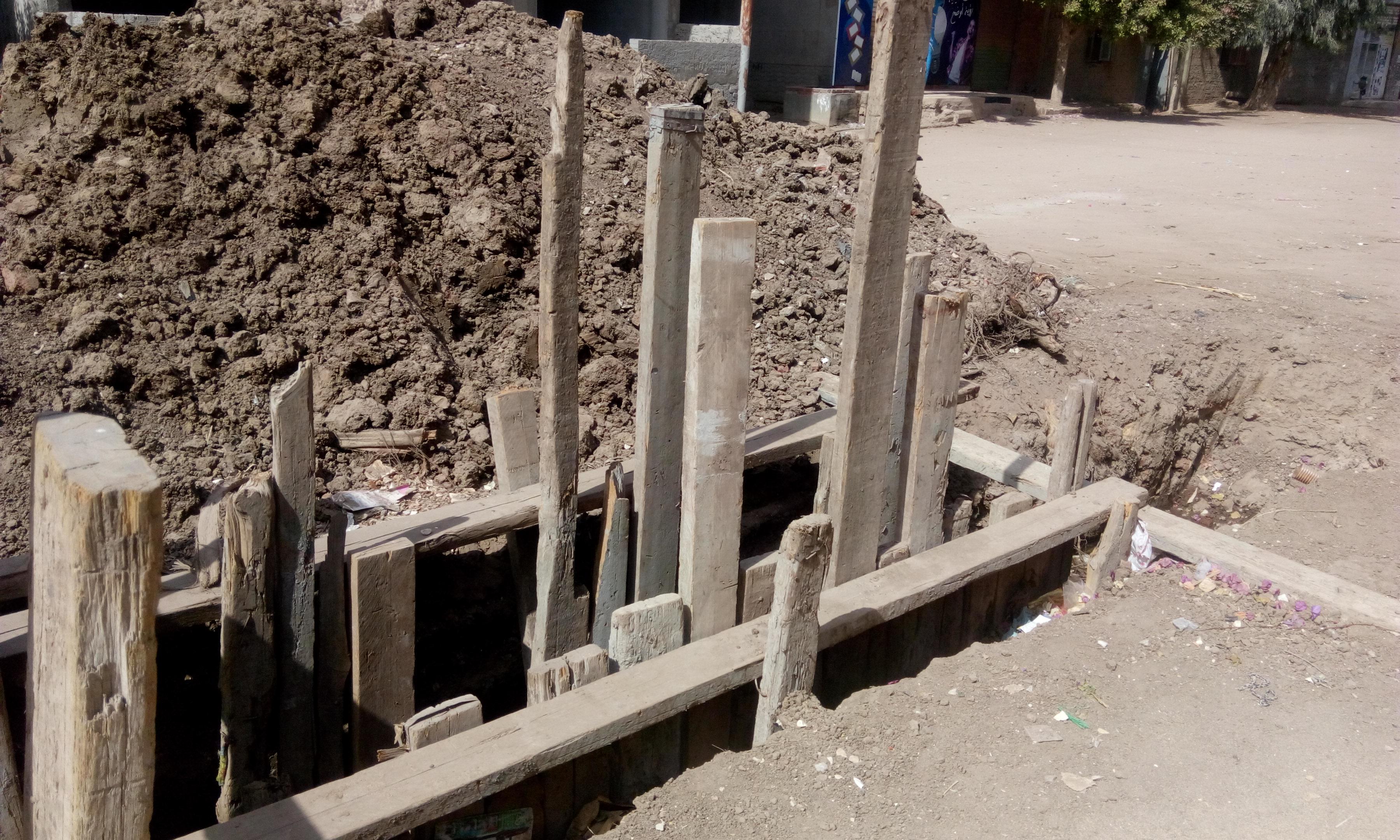 توقف العمل فى مشروع الصرف الصحى بقرية شبراملس فى الغربية (8)