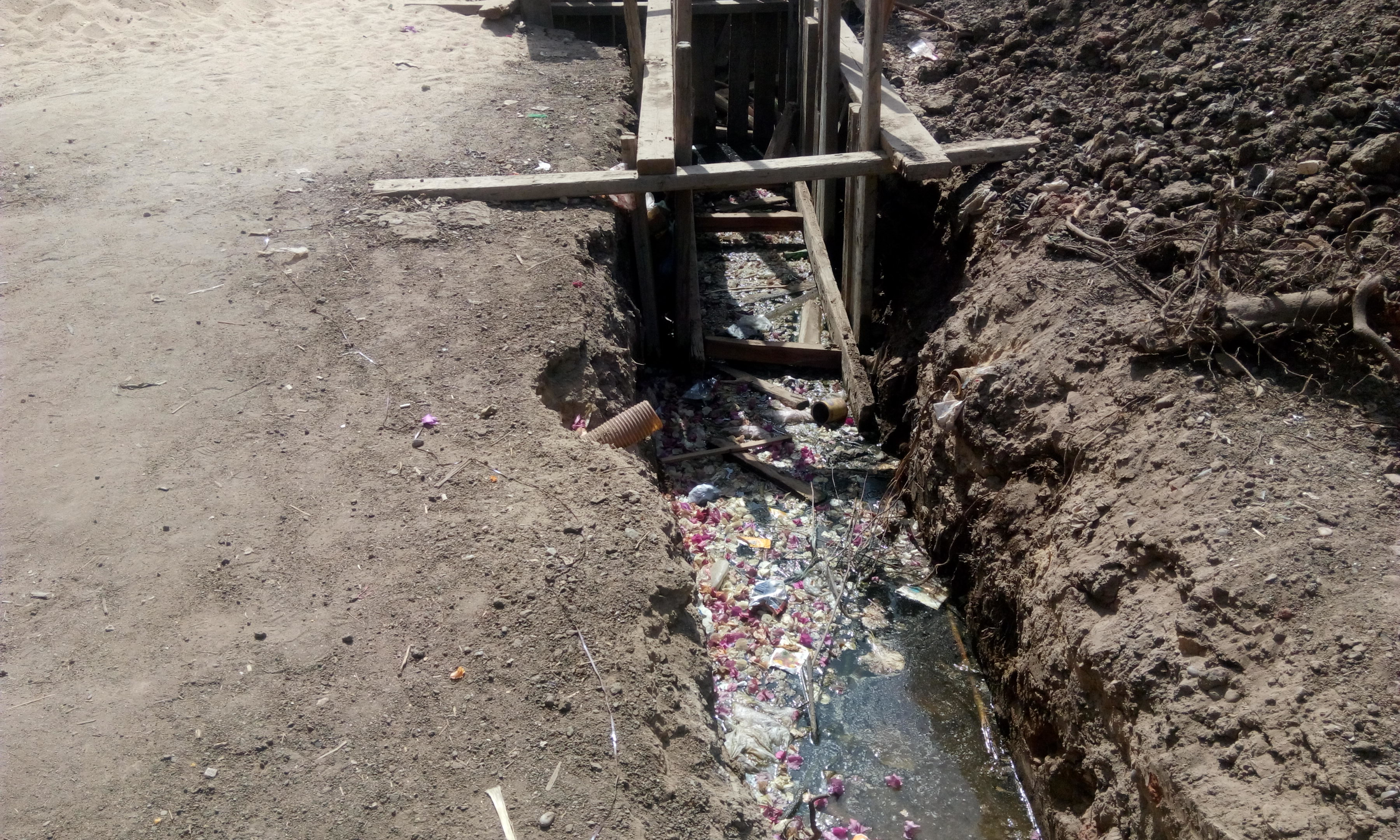 توقف العمل فى مشروع الصرف الصحى بقرية شبراملس فى الغربية (12)