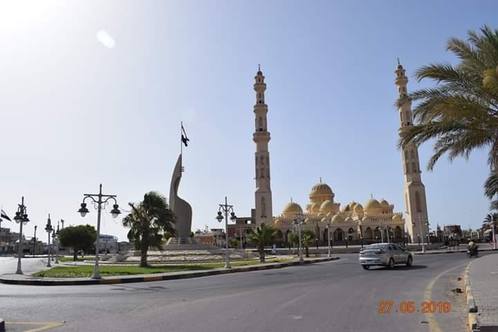 شاهد ميدان مسجد الميناء الكبير بالغردقة بعد تطويره وزراعته (1)