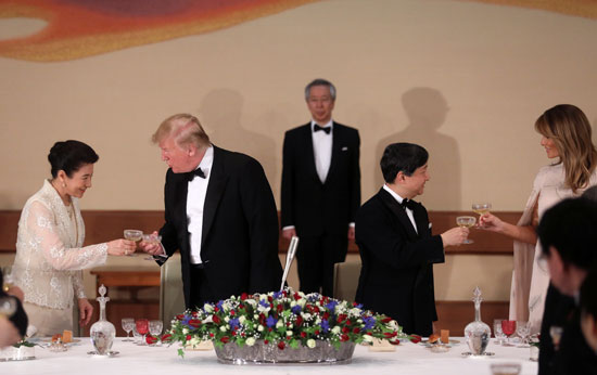 مأدبة عشاء رسمية بين الإمبراطور اليابانى ودونالد ترامب (2)