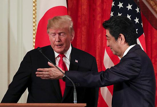 رئيس الوزراء اليابانى يرحب بالرئيس الأمريكى