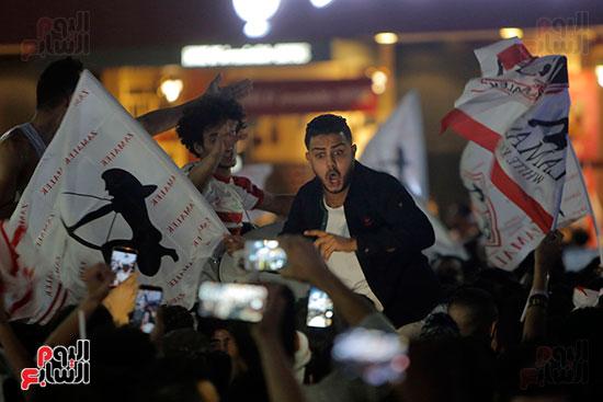 احتفالات جماهير الزمالك في شارع جامعة الدول العربية (26)