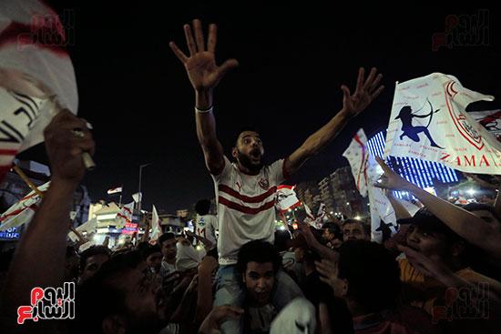 احتفالات جماهير الزمالك في شارع جامعة الدول العربية (14)