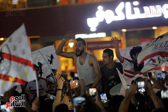 احتفالات جماهير الزمالك في شارع جامعة الدول العربية (27)