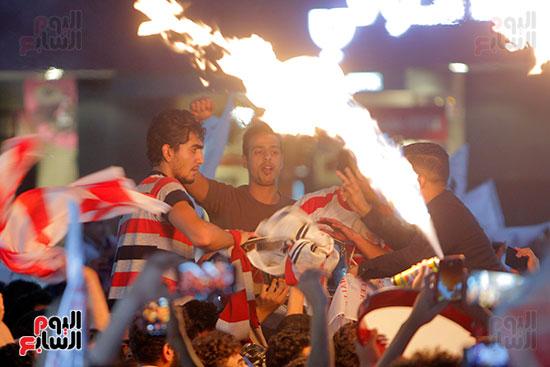 احتفالات جماهير الزمالك في شارع جامعة الدول العربية (24)