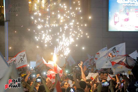 احتفالات جماهير الزمالك في شارع جامعة الدول العربية (23)