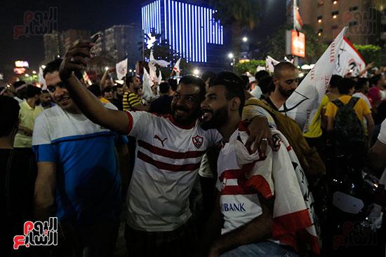 احتفالات جماهير الزمالك في شارع جامعة الدول العربية (32)