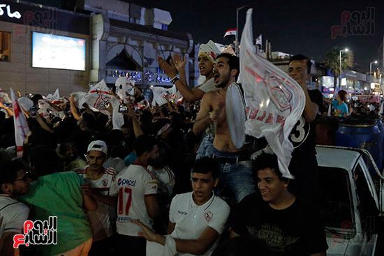 احتفالات جماهير الزمالك في شارع جامعة الدول العربية (18)