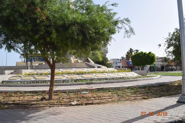 شاهد ميدان مسجد الميناء الكبير بالغردقة بعد تطويره وزراعته (5)