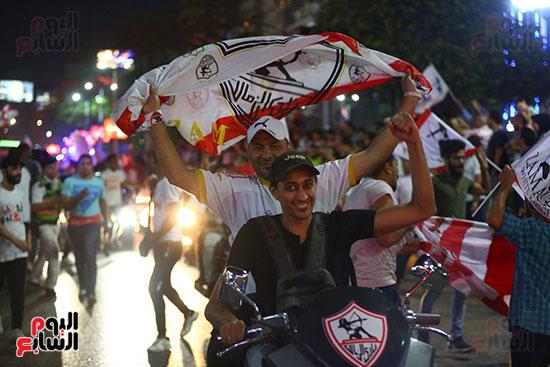 احتفالات جماهير الزمالك في شارع جامعة الدول العربية1 (17)