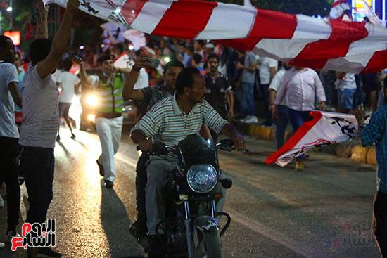 احتفالات جماهير الزمالك في شارع جامعة الدول العربية1 (18)