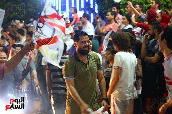 احتفالات جماهير الزمالك في شارع جامعة الدول العربية1 (26)