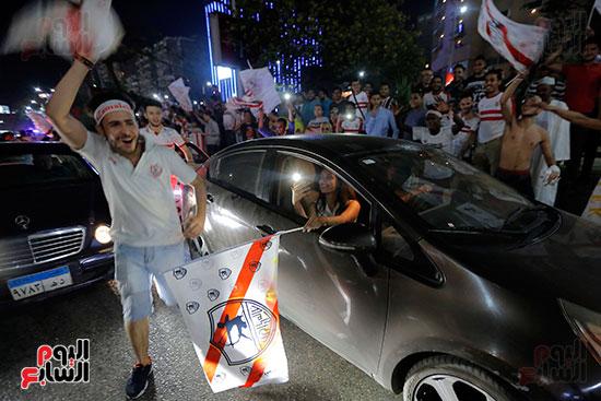 احتفالات جماهير الزمالك في شارع جامعة الدول العربية (9)